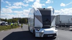 Dünyanın İlk Sürücüsüz Elektrikli Kamyonu Yollarda