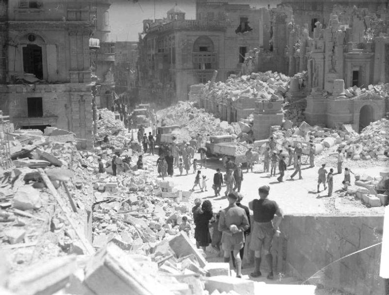 II. Dünya Savaşı sırasında, Britanya egemenliğinde olan Malta, ağır bombardımana maruz kalmıştır.