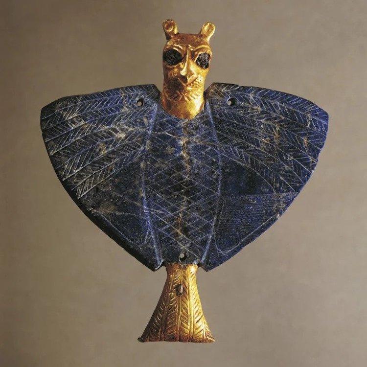 Sümerler tarafından bakır, altın ve lapis lazuliden yapılmış aslan başlı kartal