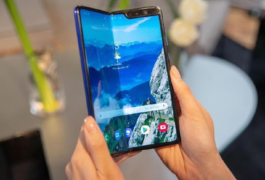 Samsung'un Katlanabilir Akıllı Telefonu Galaxy Fold Satışa Çıktı