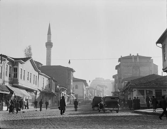 https://www.topragizbiz.com/img/images/1935-yilinda-Ankarada-bir-cadde4934f33294c418e9.jpg