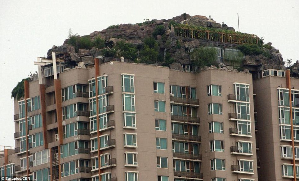 26 Katlı Binanın Çatısındaki Dağ Evi