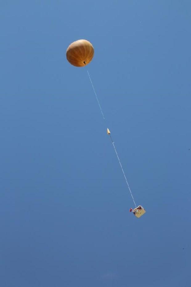 Balonla Atmosfere Peynirli  B�rek ve T�rk Bayra�� G�nderdi