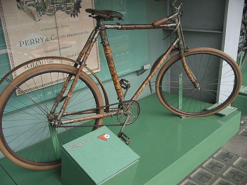 Bambudan yapılmış bir bisiklet