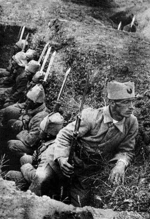 Türk askerleri siperde