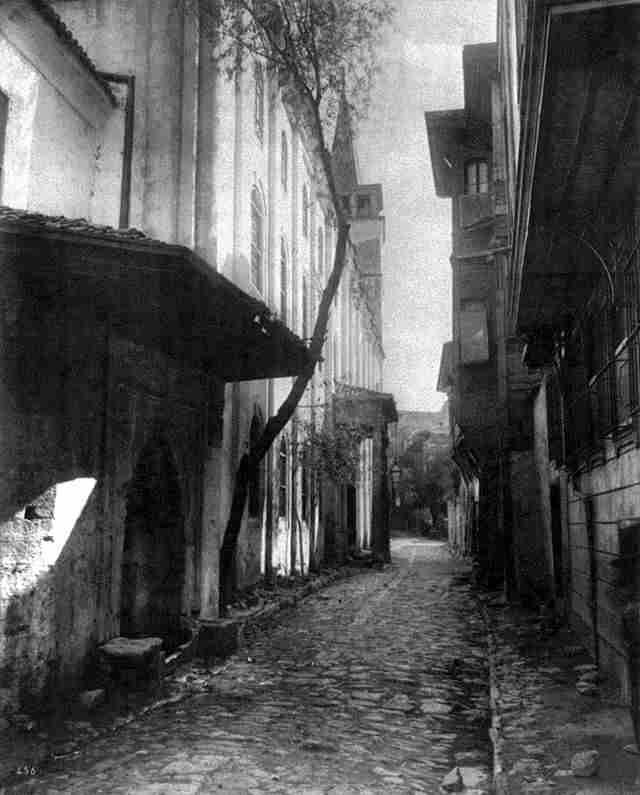 Galata'da bir Sokak 1880-1893