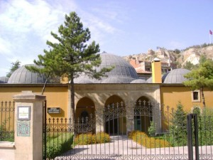 Kütahya'daki  Vahîd Efendi'nin kurduğu ve bugün de ayakta olan kütüphaneden bir  bölüm