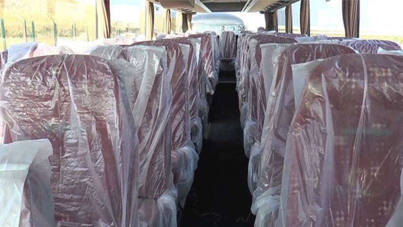 Fransa''da Sığınmacıları Taşıyan Otobüslerin  Koltukları Plastik Poşetlerle Kaplandı
