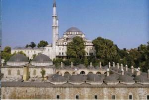 Fatih'in İstanbul'un fethinin ardından yaptırdığı Sahn-ı Semân Medreseleri. Bu medrese zamanın en önde gelen fakülterini içerisinde barındırmaktaydı.