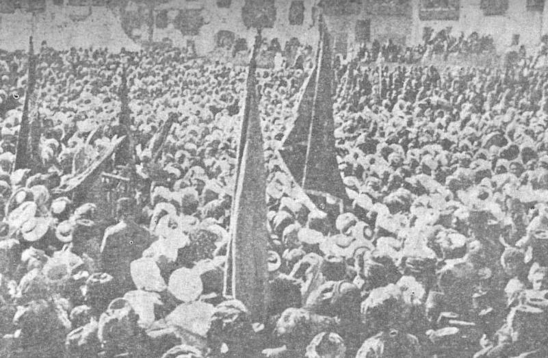 Medine-i Münevvere'de Sancak-ı Şerif'in çıkarılması ve Cihad fetvasının okunması münasebetiyle yapılan miting.