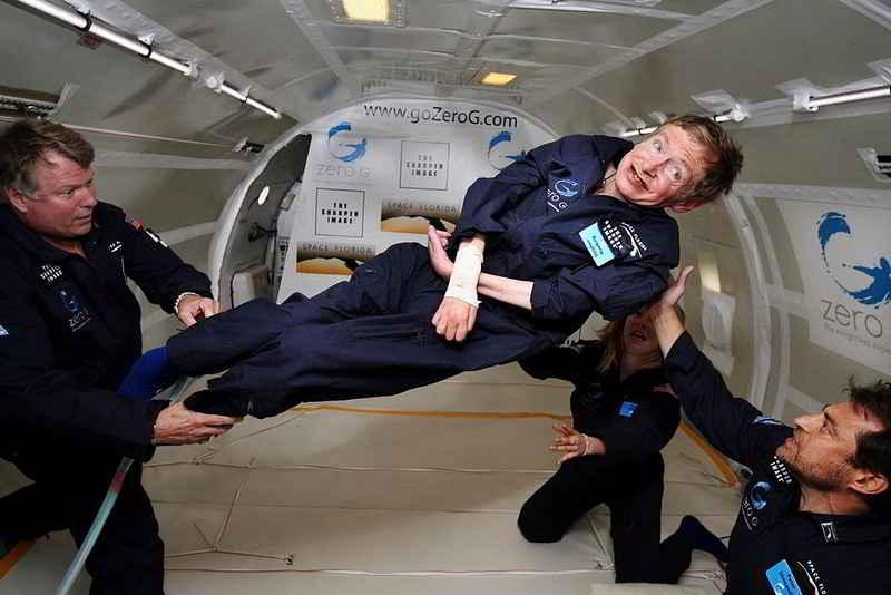 Stephen Hawking yerçekimsiz ortamda