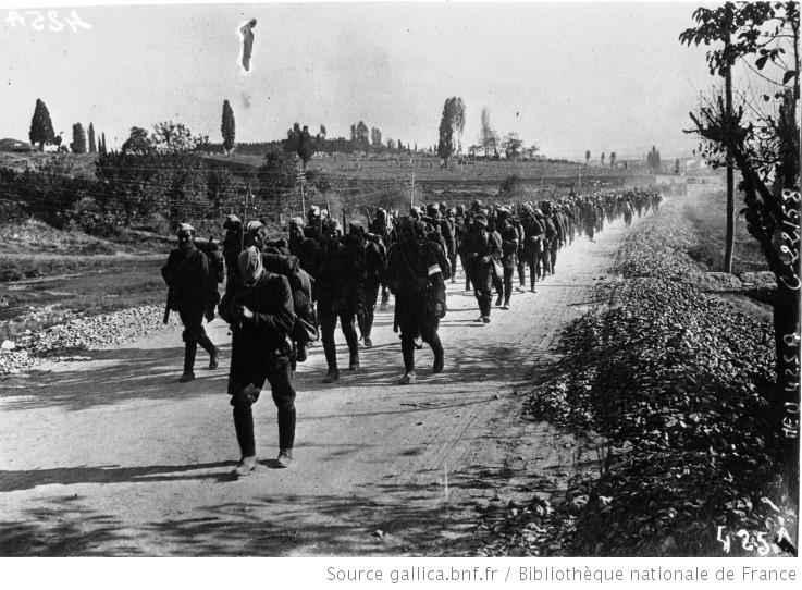 Geri çekilen Yunan askerleri.