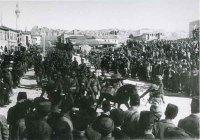 A�ustos 1922 ortalar�nda sava�a kat�lacak son birliklerin t�renle ve dualarla Ankara Ulus Meydan�ndan cepheye u�urlan���.<br />